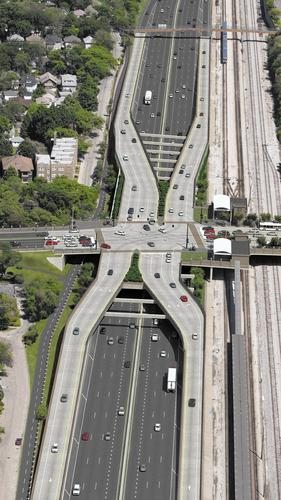 Proposed reconstruction plans by the Illinois Department of Transportation to move exit and entrance ramps on Interstate 290 in Oak Park to the right side. Photo courtesy of Parsons Brinckerhoff and the Chicago Tribune.